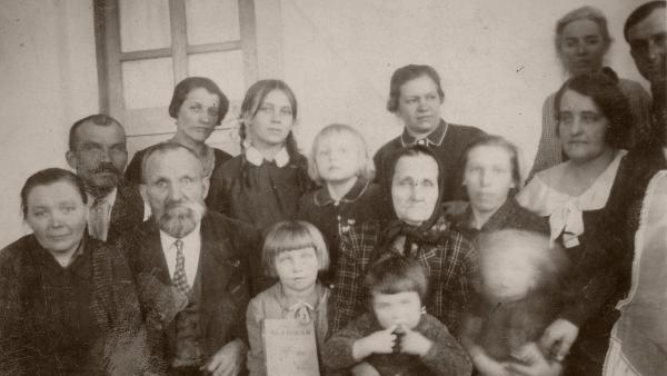 Rodina Beštova z Českého Malína před rokem 1943.
