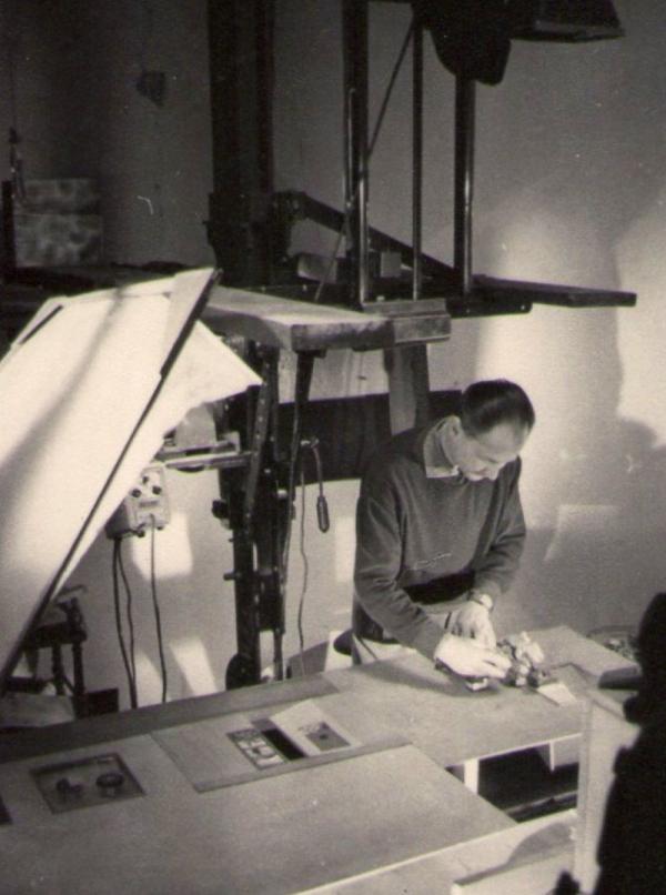 Boris Masník při práci ve filmovém studiu.