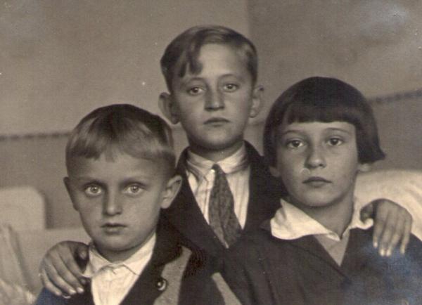 Boris Masník (vlevo) s bratry.