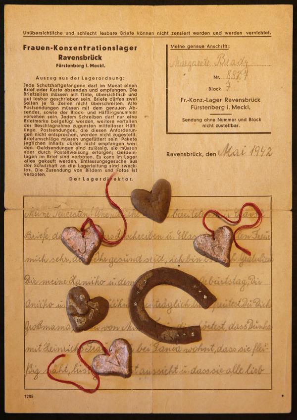 Dopis maminky z koncentračního tábora v Ravensbrücku se srdíčky z chleba