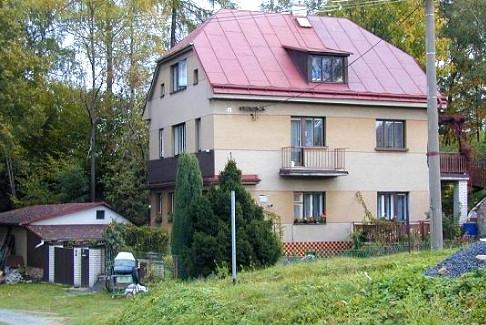 V podkroví tohoto domu prožil Jiří válku. Foto: Paměť národa
