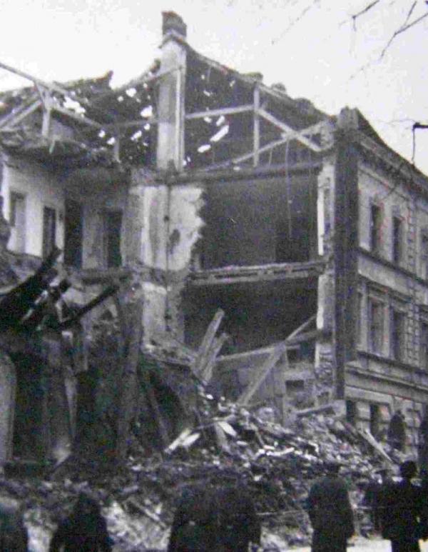Jeden z rozbombardovaných domů v Brně. Foto: Paměť národa