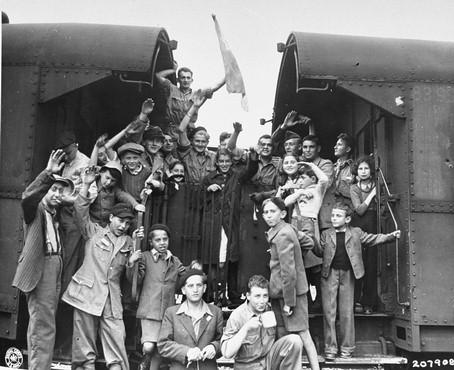 Odjezd židovských dětí z tábora Buchenwald v červnu 1945, k jejich záchraně přispěl třebíčský rodák Antonín Kalina. Foto: Wikimedia Commons/Muzeum holocaustu ve Washingtonu, D.C.