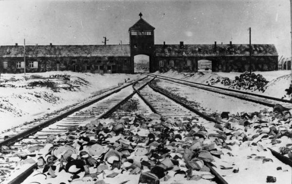 Koncentrační tábor Auschwitz byl pro paní Lisu nejstrašnějším místem na zemi.