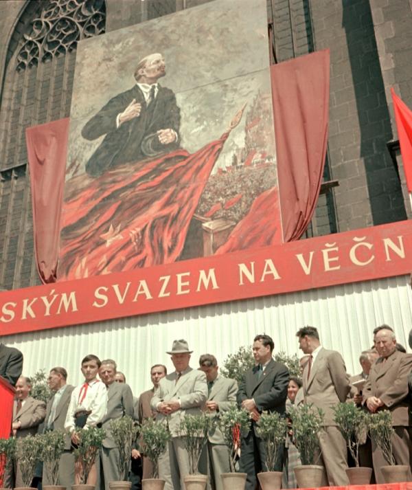 Se Sovětským svazem na věčné časy a nikdy jinak. Nikita Chruščov na návštěvě Plzně 1. července 1957. Foto: ČTK/Lomoz Viktor