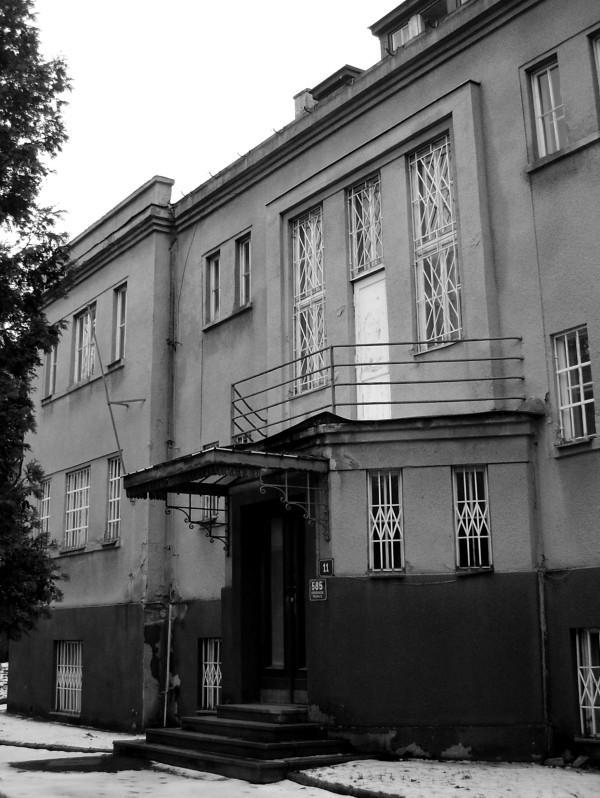 Vila v Dělostřelecké ulici 11, kde SMERŠ vyslýchal zatčené ruské emigranty.