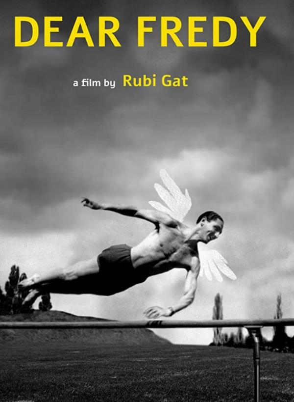 Fredy jako anděl na plakátu dokumentárního filmu Dear Fredy (Milý Fredy) z roku 2017. Izraelský režisér Rubi Gat v něm zkombinoval vzpomínky pamětníků s animacemi. Zdroj: International Movie Database