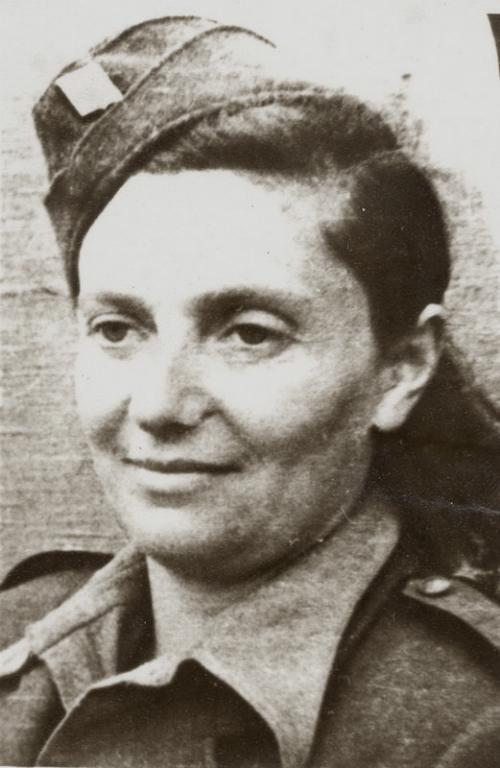 Velitelka nemocniční čety MUDr. Truda Englová.