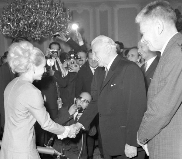 Gratulace od prezidenta Ludvíka Svobody po návratu z olympiády. Foto: ČTK