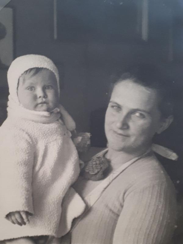 Hana s matkou, zdroj: Paměť národa