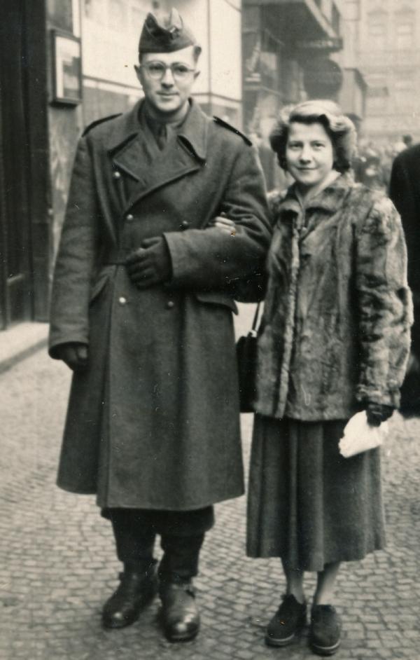 Novomanželé v době Františkovy nucené služby u PTP. Foto: Paměť národa