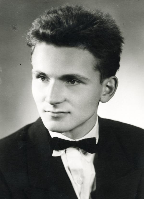 Osmnáctiletý František na maturitní fotografii. Foto: Paměť národa