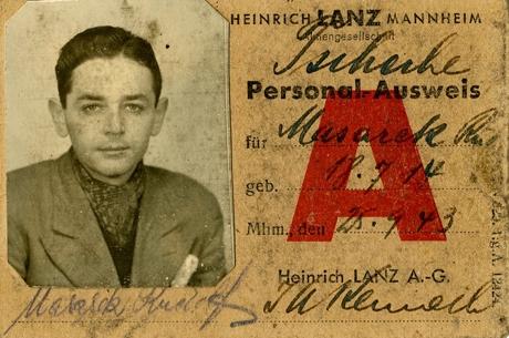 Falešný pracovní průkaz, pod kterým se Richard Glazar ukrýval v Německu. Foto: archív Pavly Glazarové-Fröhlich/Národní archív