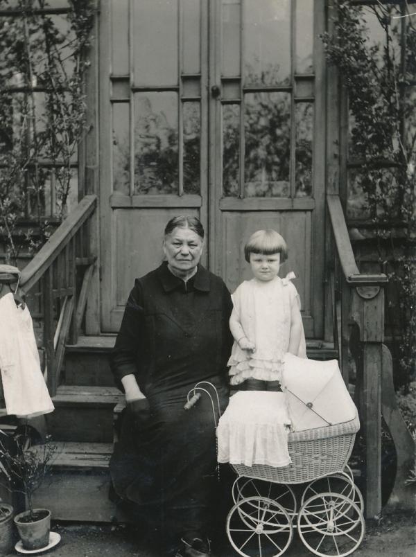Hana s babičkou Johnovou. Foto: Paměť národa
