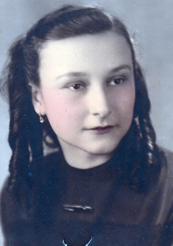 Irena Hešová v patnácti letech. Foto: Paměť národa