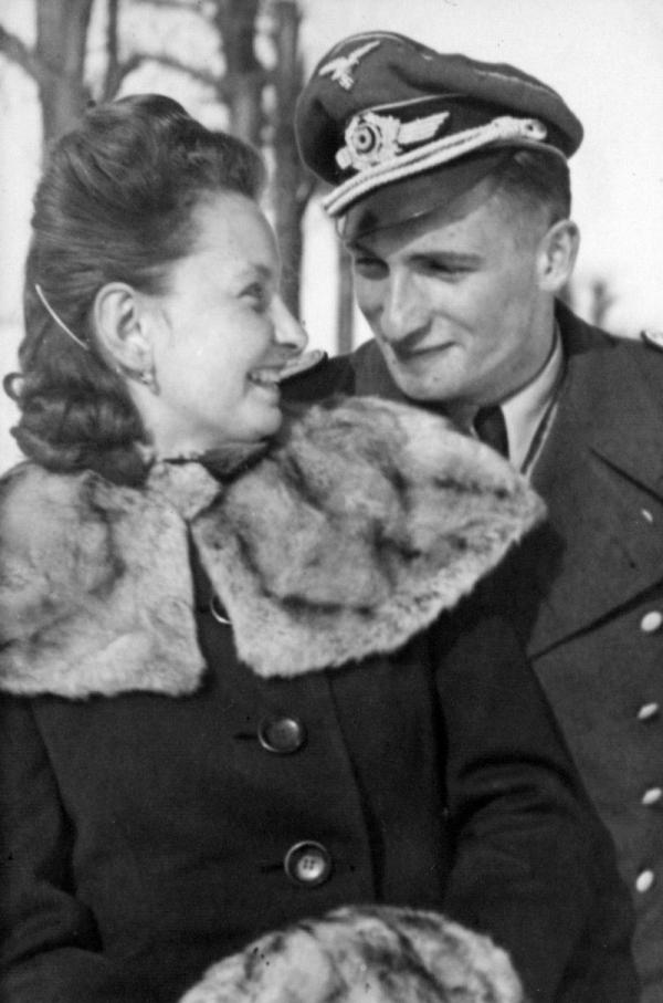 Ingeburg se snoubencem Gerhardem Kopperem v roce 1944. Foto: Paměť národa