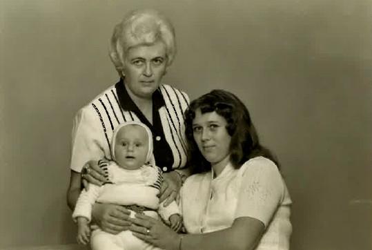 Iva s dcerou Monikou a vnukem Petrem. Foto: Archív Petra Krejčího