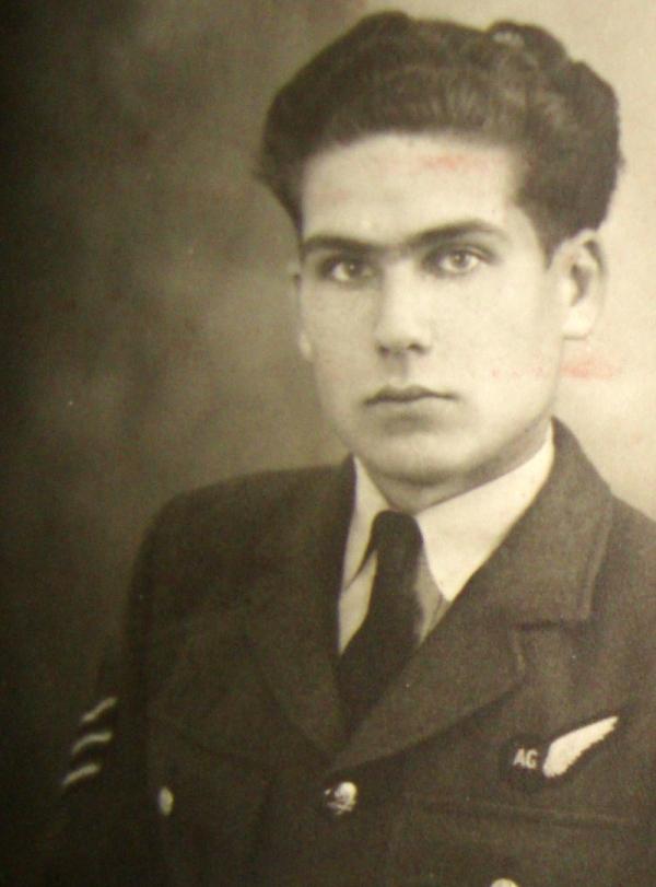 Jiří Pavel Kafka v uniformě RAF. Foto: Paměť národa