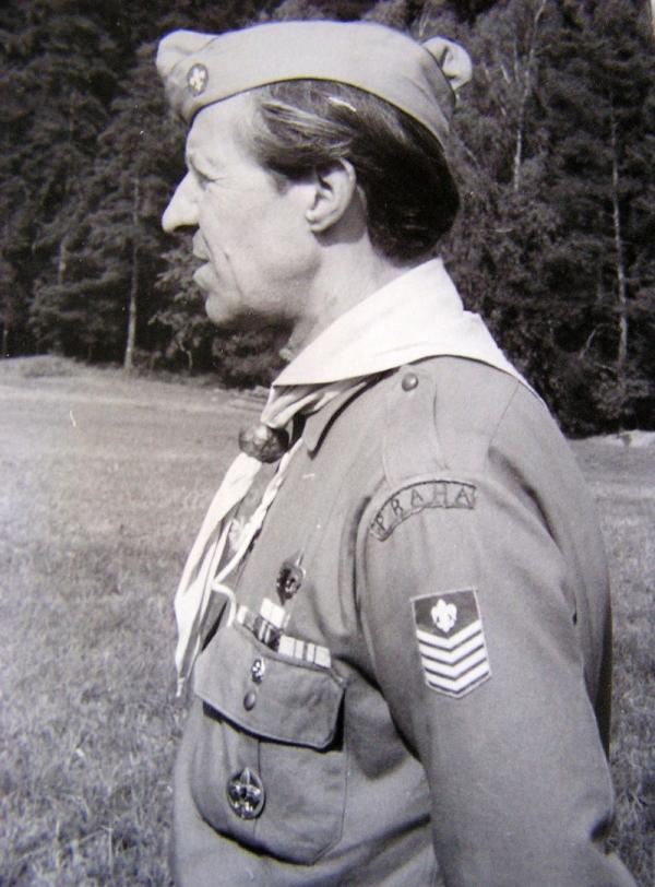 Jako vedoucí ve skautské uniformě. Foto: Paměť národa