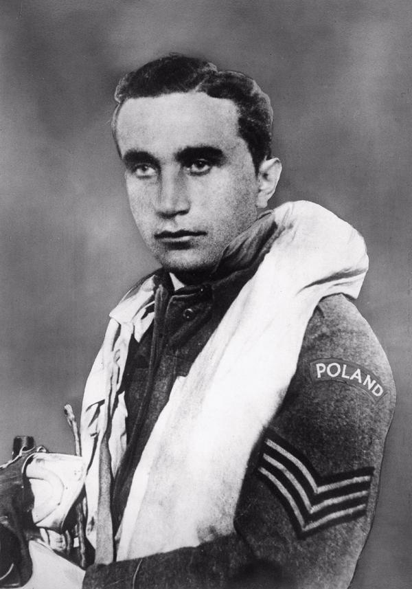 Josef František, eso es, ale také rebel. V bitvě o Británii sestřelil nejvíce letadel. O příčině pádu jeho letadla se dodnes spekuluje.
