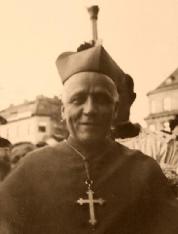 Arcibiskup Josef Beran na návštěvě rodné Plzně v roce 1947. Foto: Paměť národa