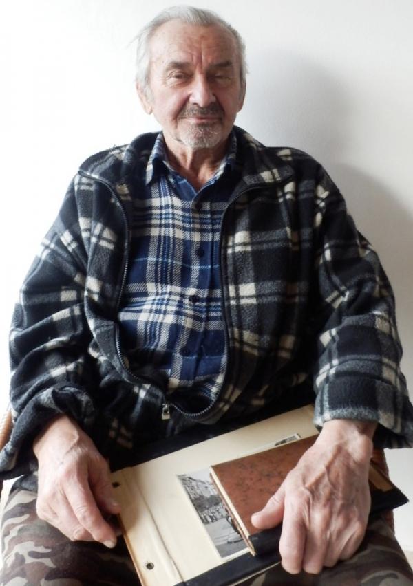 Josef Tvrzník při vyprávění pro Paměť národa v březnu 2016. Foto: Jan Šíma