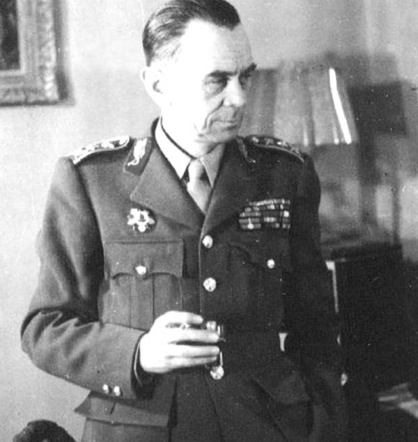 Karel Klapálek velel 11. východnímu československému praporu při obraně Tobruku