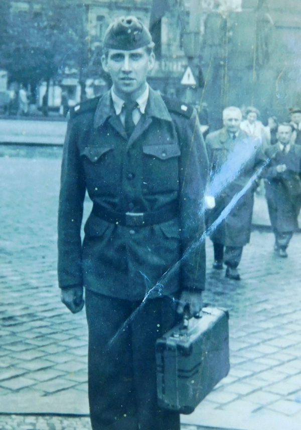 Bronislav Knápek na vojně u technického pluku, kam musel v roce 1955 narukovat jako politicky nespolehlivý. Foto: Paměť národa