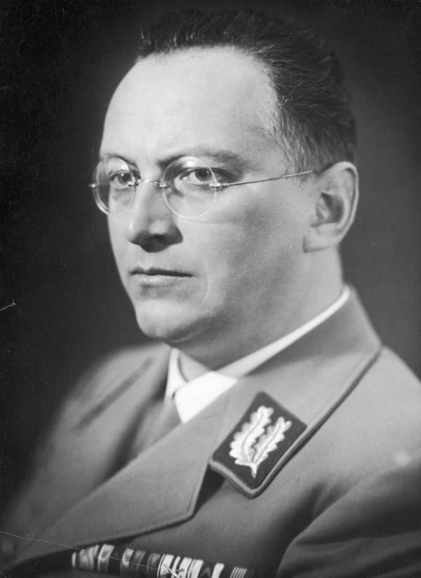 Sebevraždu spáchal 10. května 1945 i Konrad Henlein, říšský místodržící Sudetské župy a rodák z Vratislavic u Liberce. Odjel jednat s Američany do Plzně, a když zjistil, že je považován za válečného zločince, podřezal se sklem z rozbitých brýlí. Foto: Wikimedia Commons