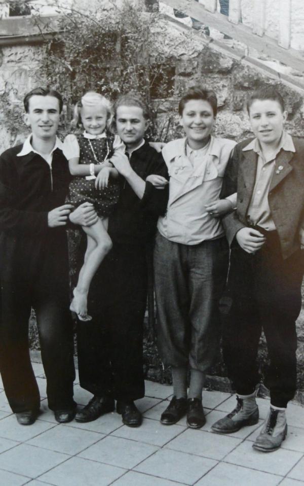 František (druhý zprava) po válce v sanatoriu v Českém Dubu. Foto: Paměť národa/archív Františka Lederera