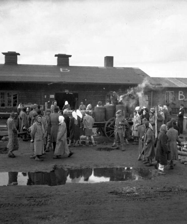 Příchod britské armády do Bergen-Belsenu. Foto: Wikimedia Commons/Imperial War Museums
