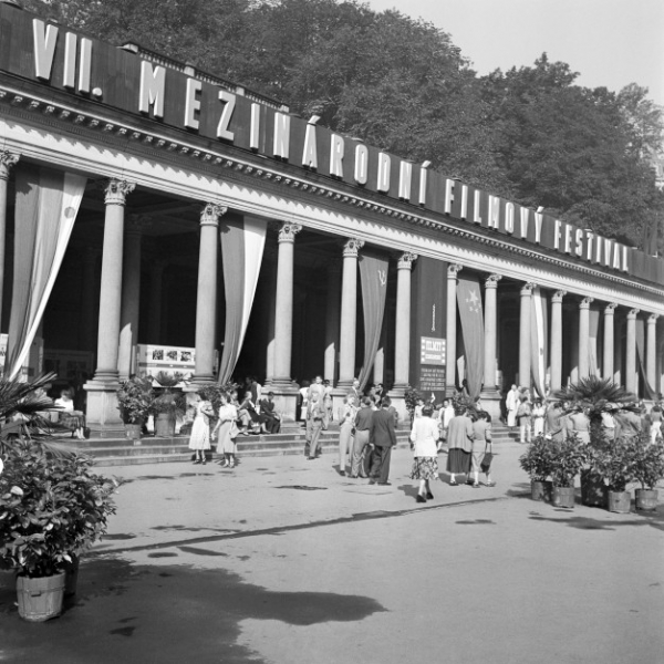 Karlovy Vary během VII. Mezinárodního filmového festivalu v roce 1952. Foto: ČTK