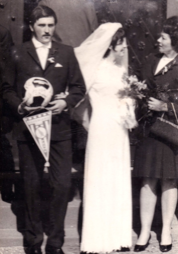Na svatební fotografii s manželkou Vlastou, 1971 Zdroj: Archiv pamětníka