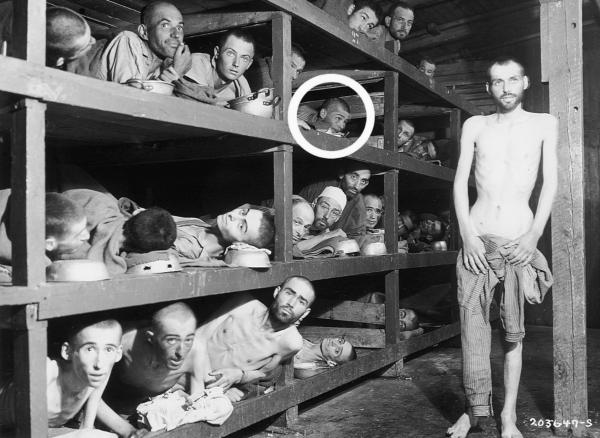 Naftali Fürst na slavné fotografii z tábora Buchenwald po osvobození. Foto: Paměť národa/archív Naftali Fürsta