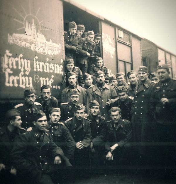 Odjezd Vládního vojska do Itálie v květnu 1944. Foto: Vojenský historický ústav