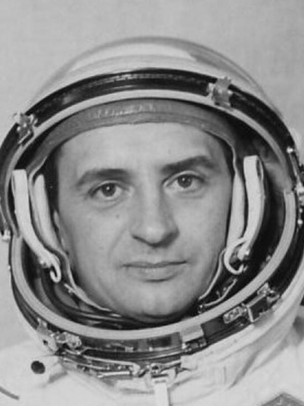 Syn Jarmily Oldřich se narodil v listopadu 1943 ve Zlíně. Mohl být naším prvním kosmonautem, nakonec vzlétl do vesmíru v roce 1978 jeho kolega Vladimír Remek. Zdroj: Paměť národa