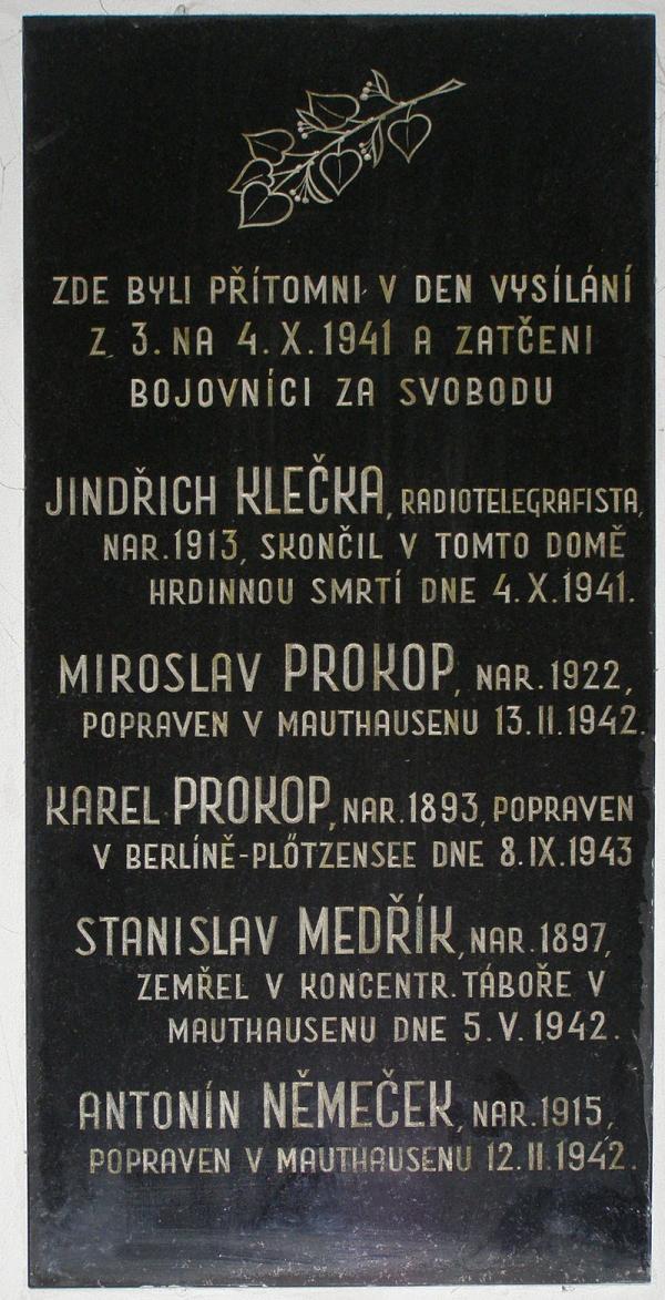 Pamětní deska z jinonického akcízu. Foto Wikipedie