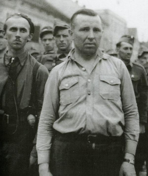 Bohumil Brom s partyzány v Holiciích po válce. Foto: Holický odboj za 2. světové války/Hana Faltysová