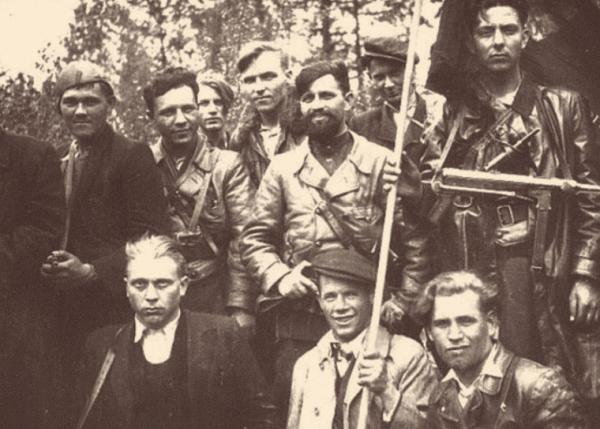 Partyzáni brigády Jana Žižky s velitelem Murzinem uprostřed s vousem (Pamětní síň Prlov).