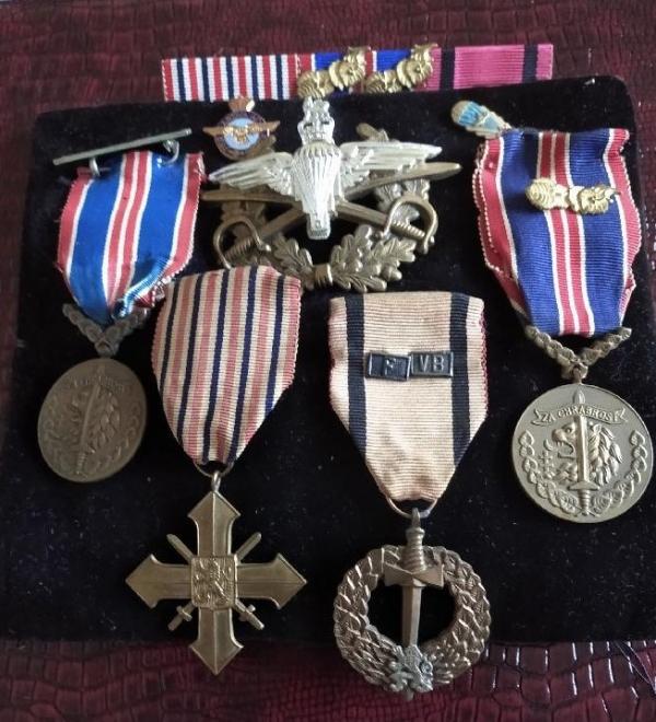 Za své válečné činy a hrdinství byl po válce vyznamenán prezidentem a osobně dekorován za hrdinství prokázané za ústupových bojů ve Francii medailí za chrabrost.