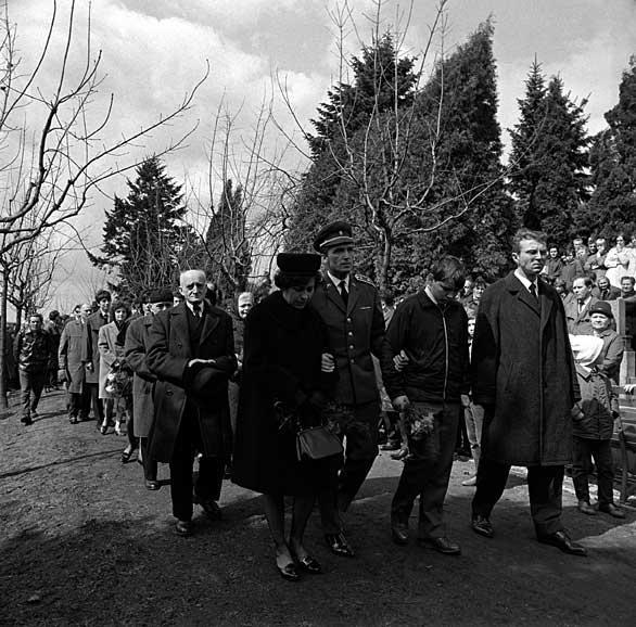 Pohřební průvod na jihlavském hřbitově