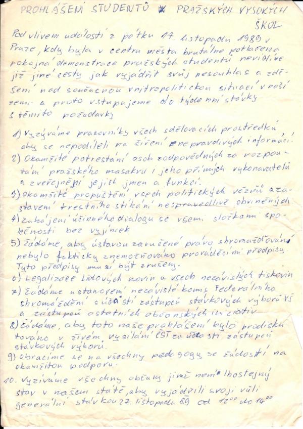 Své prohlášení s deseti požadavky šířili studenti po celé republice.