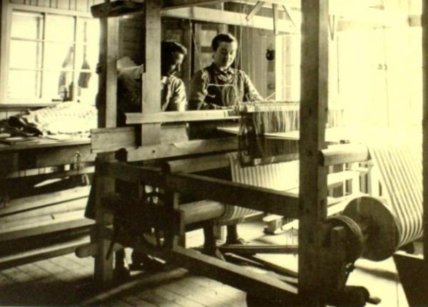 Tkalcovna v koncentračním táboře Ravensbrück.