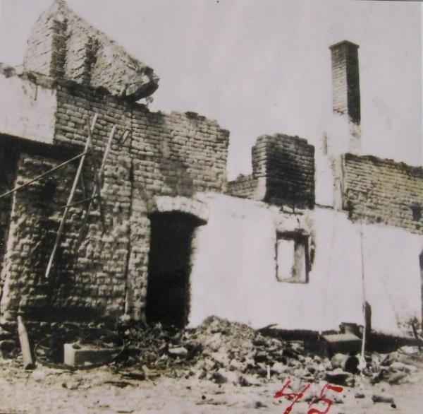 Ruina statku Švarcových. Foto: Paměť národa
