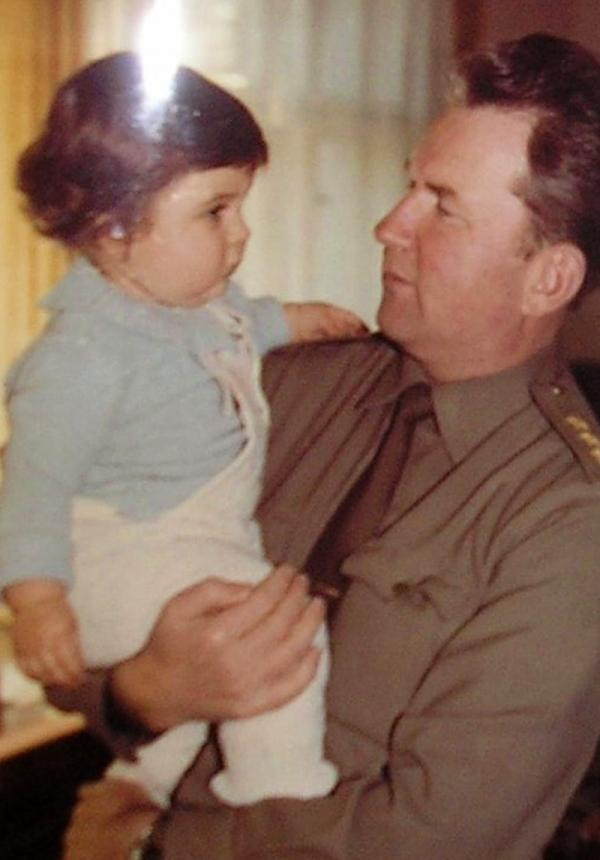 Eduard Vorobjov s dcerkou. Zdroj: Paměť národa
