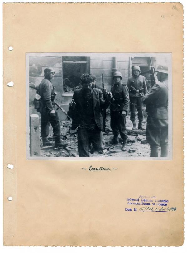 Jedna ze stránek závěrečné zprávy velitele likvidačního zásahu Jürgena Stroopa. Foto: Wikimedia Commons/Public Domain