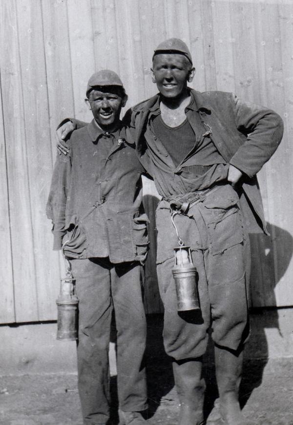 Václav Šulista (vpravo) během vojenské služby u PTP v Karviné v roce 1952.