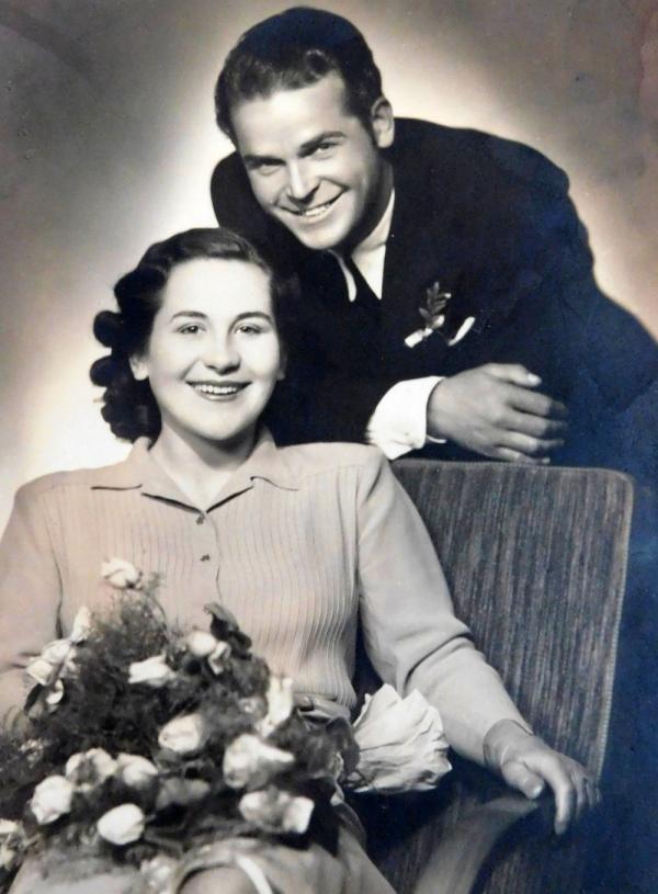Svatební fotografie Václava a Ludmily Švédových z roku 1946.