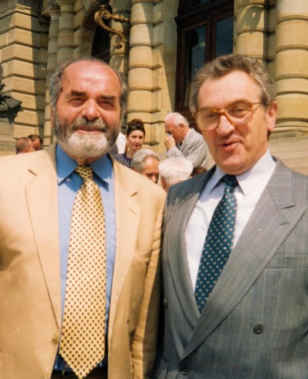 Pavel Tigrid a Vilém Prečan, díky nimž proudily do ČSSR knihy, v roce 1994. Foto: Paměť národa