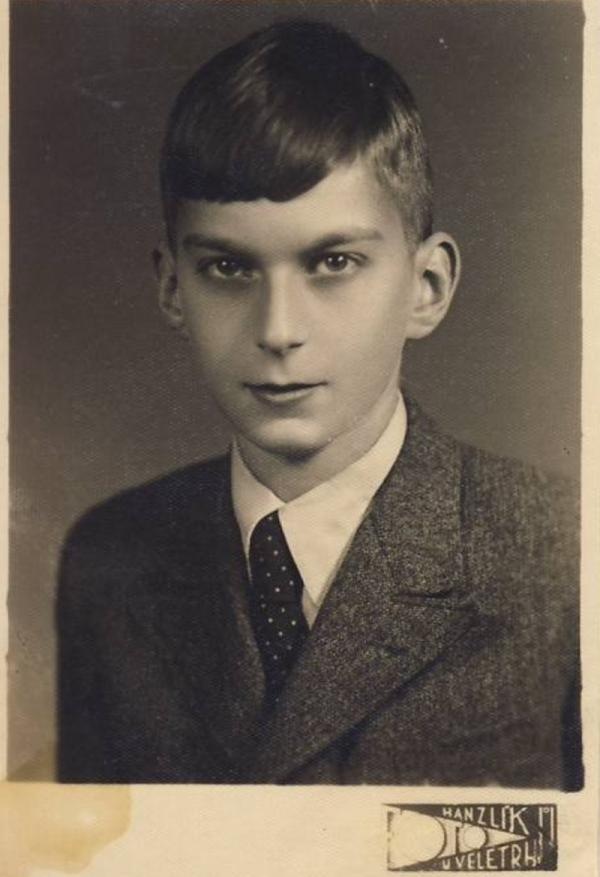 Toman Brod v roce 1941, kdy musel začít nosit židovskou hvězdu. Zdroj: Paměť národa/Toman Brod
